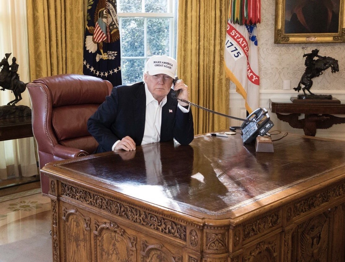 Obama Resolute Desk Dejected Donald Trump Spends Shutdown Wandering The White